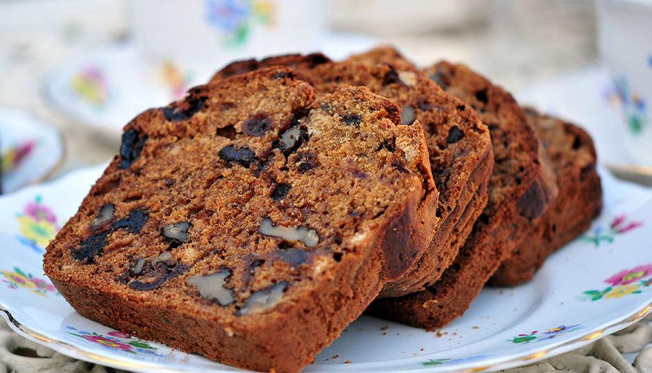 Recipe -- Super Moist Low Fat Date & Walnut Cake